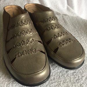 Ladies ComfortView Mule Gold Semi-Dressy Flats